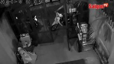 Thanh niên mặc áo grapbike cùng lúc trộm 3 xe máy
