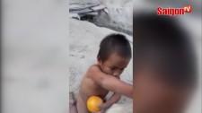 Chuyện cổ tích của em bé một mình giữa trời tuyết