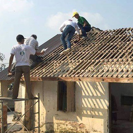 Xóm làng giúp lợp lại nhà, lập bàn thờ nạn nhân vụ 39 người thiệt mạng