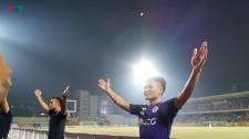 Clip: CĐV Hà Nội FC Mở Hội Tại Hàng Đẫy, Quang Hải Tri Ân NHM