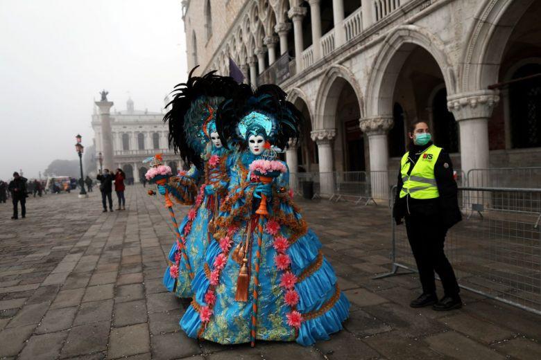 Italy hủy 2 ngày cuối của lễ hội Venice vì dịch Covid-19