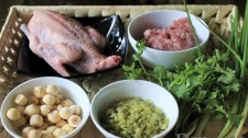 Cách Làm Bồ Câu Hầm Sen Cốm