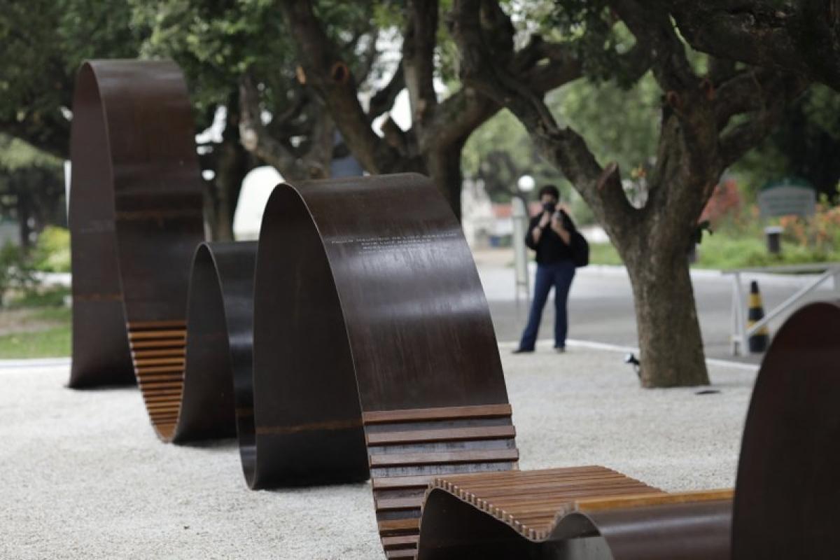 Brazil hoàn thành đài tưởng niệm các nạn nhân Covid-19 đầu tiên