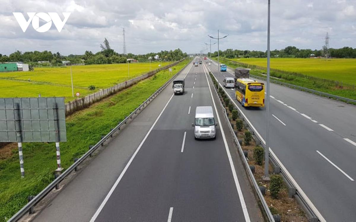 Nâng cấp hệ thống chiếu sáng trên cao tốc TPHCM – Trung Lương