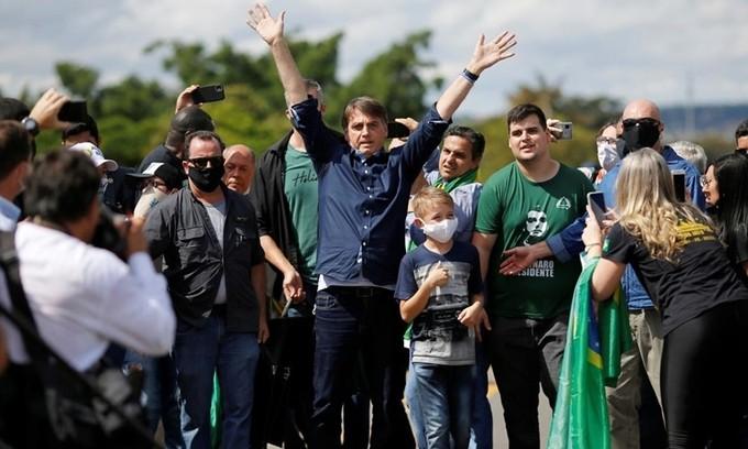 """Canh bạc """"chết chóc"""" đối phó Covid-19 của Tổng thống Brazil"""
